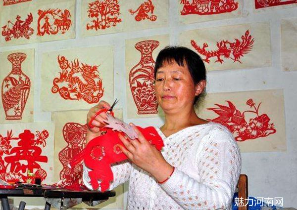 李爱荣和她的剪纸艺术