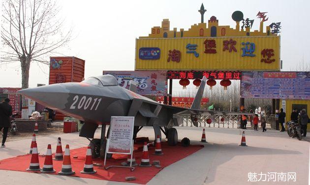 淘气堡河南首家军事庙会大受欢迎   梦幻花海点亮元宵节